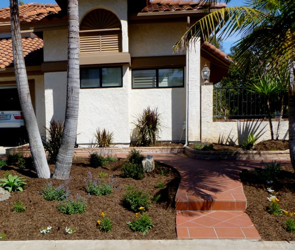 Example of DIY design showing front yard landscaping design ideas