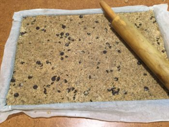 Easy no cook Granola bars recipe with you.
