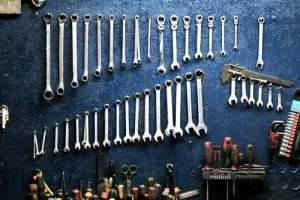 In order to pack tools and machines for transport properly, you have to sort them out first
