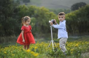 moving with kids - children in the field with camera