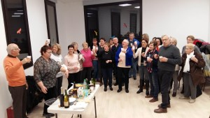 Moment festif de la chorale le Choeur de la Source de Tupin Semons pour fêter les anniversaires des choristes.