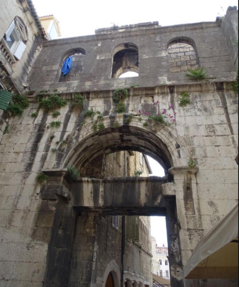 Żelazna Brama w pałacu Dioklecjana