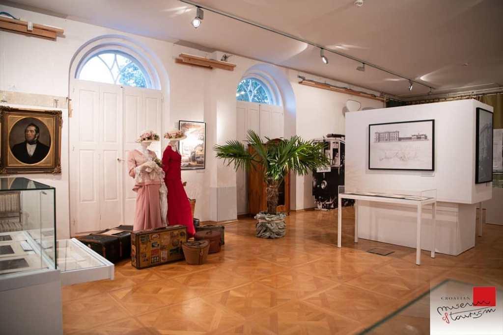 Ekspozycja muzeum turystyki w willi Angiolina