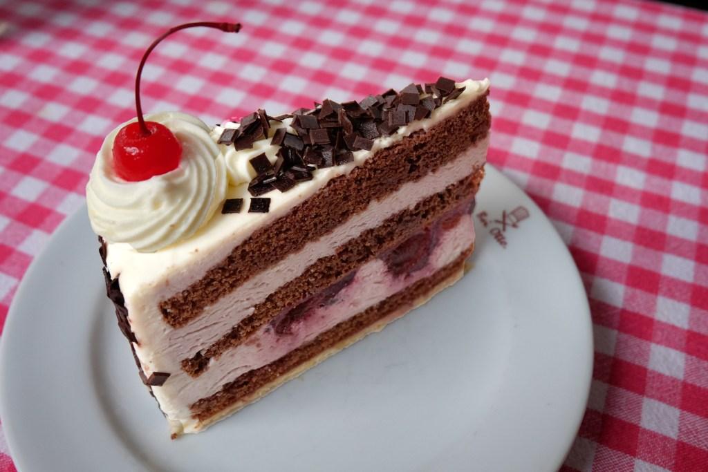 Bei Otto Bangkok Black Forest Cherry Cake