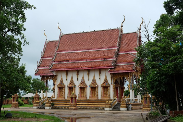 Na Choeng Khiri village temple