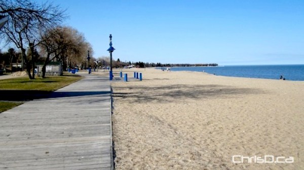 Gimli Beach on Lake Winnipeg (CHRISD.CA FILE)