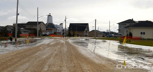 "Overland flooding closes parts of a street in Gimli, Manitoba on Friday, October 29, 2010 after Wednesday's ""weather bomb."" (STAN MILOSEVIC / MANITOBAPHOTOS.COM)"