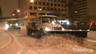 Snow plows clear streets in downtown Winnipeg on Friday, November 19, 2010. (SHAUN MCLEOD)