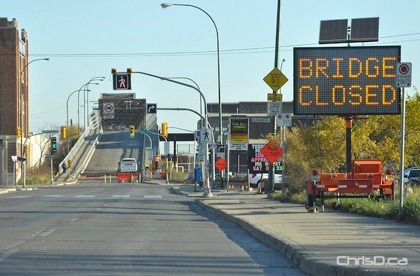 The Arlington Bridge as seen in this October 8, 2010 file photo. (MAURICE BRUNEAU / CHRISD.CA)