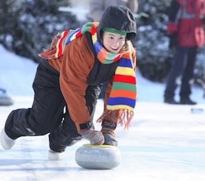 Jodi Lee Kaemingk throws a rock during a previous Ironman Outdoor Curling Bonspiel. (IRONMANCURLING.COM)