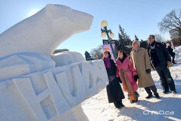Hudson Polar Bear Sculpture