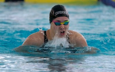 Bisons Swimmer Kelsey Wog Impresses with Four Golds at Championships