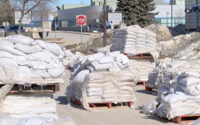 Manitoba Sets Guidelines to Fill Sandbags During COVID-19 Pandemic