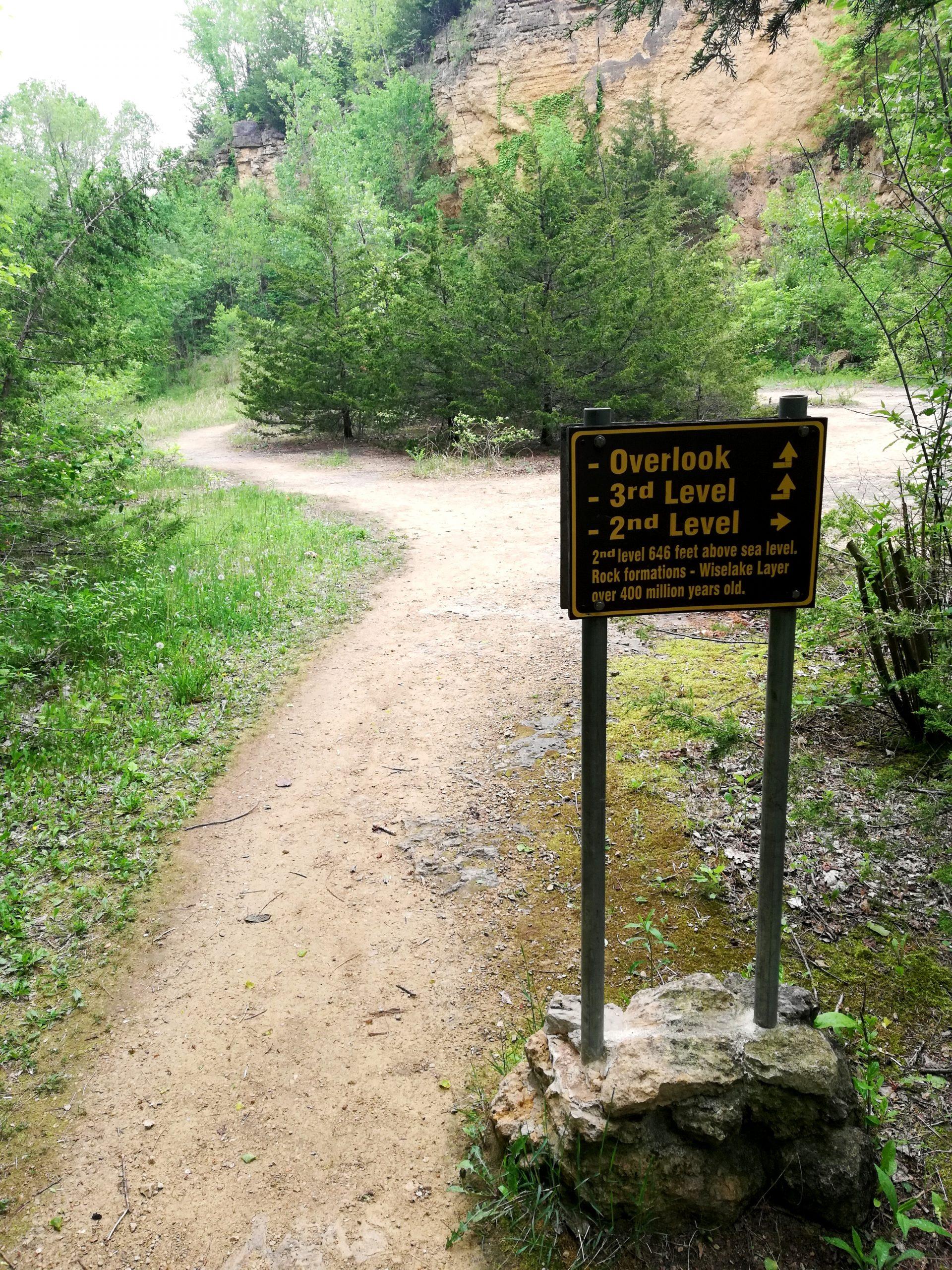 Mines of Spain Dubuque Iowa Horseshoe Bluff Hiking Trail