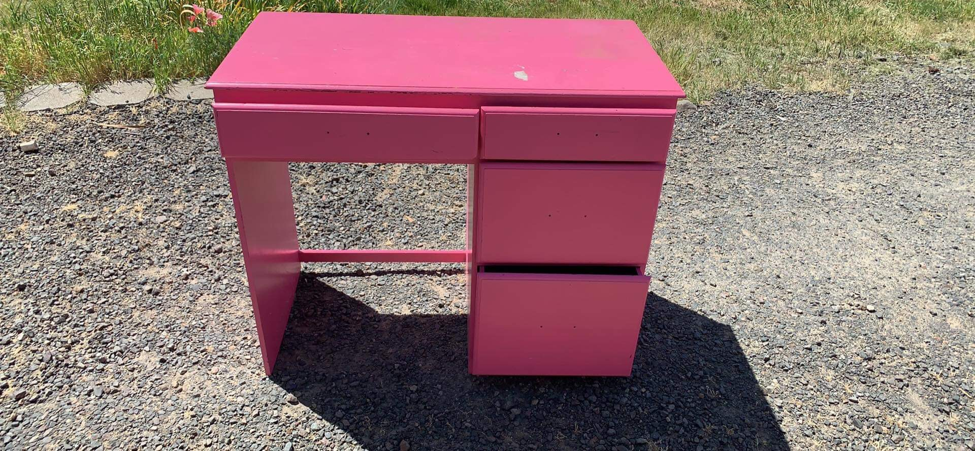 Incredible This Desk Used To Be Pink Youll Never Believe What Color Download Free Architecture Designs Scobabritishbridgeorg