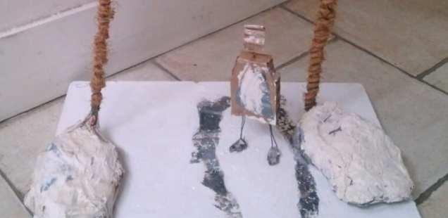 Les totems et le bipède  - des sculptures prêtes à voyager.