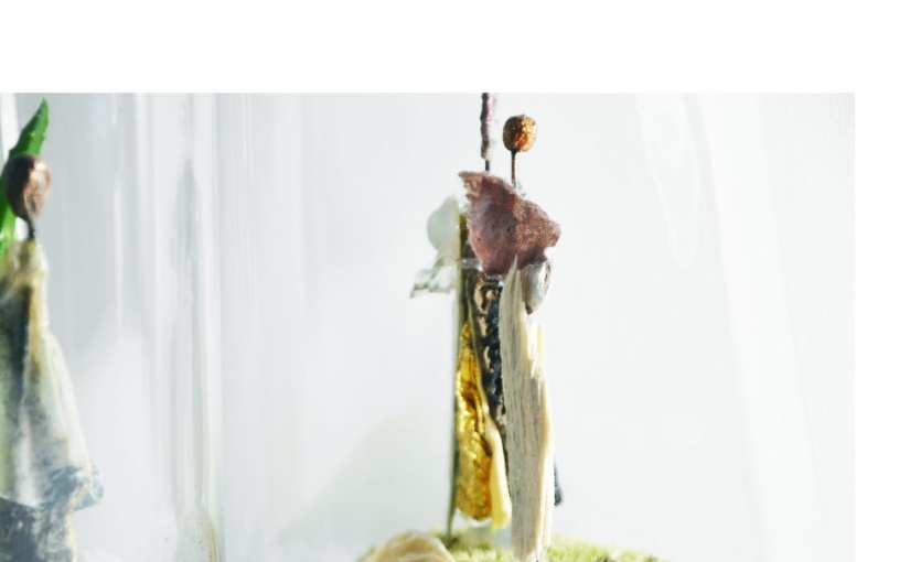 Les sculptures «petits mondes de Chrismali à l'exposition du Cercle des Artistes de Paris au Parc Floral