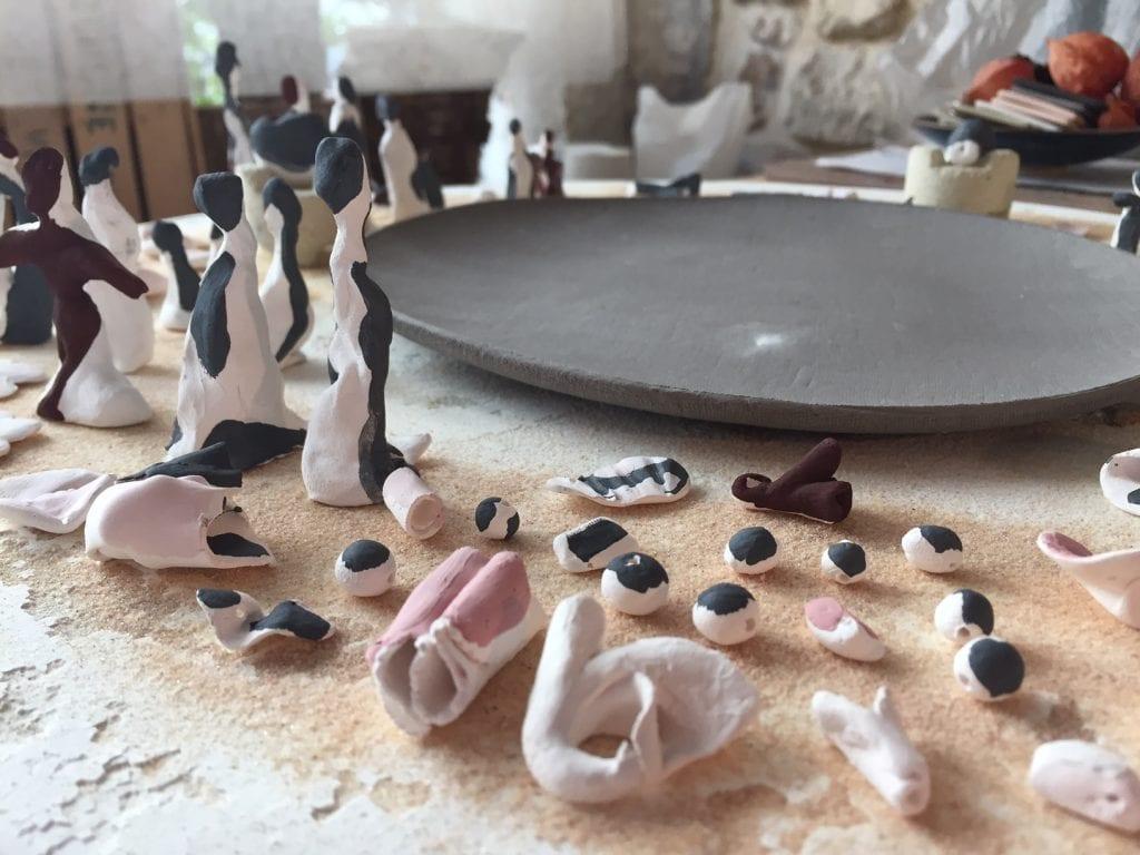 Porcelaine pièces émaillées , jus d'oxyde avant recuisson