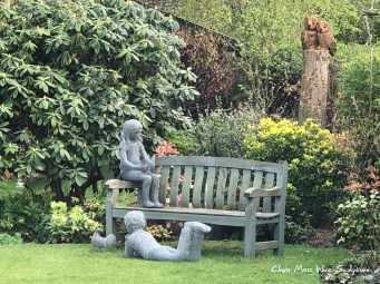 Children Reading by chris moss wire sculptor in yorkshire