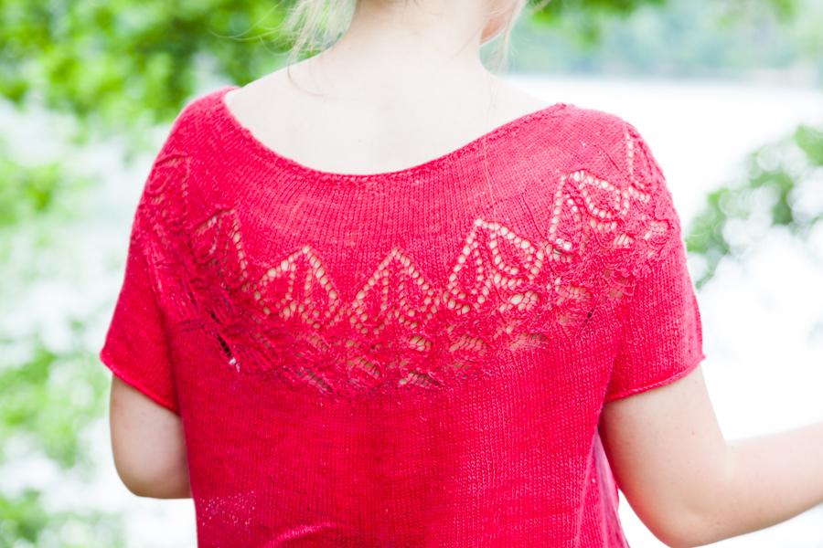 Valentine, vue de près du top - motifs en forme de petits coeurs - vue de dos