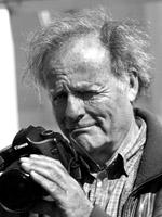 Gert Wagner lebt als Fotograf und Filmemacher in Norddeutschland. Er hat für große Magazine und internationale Konzerne gearbeitet. Viele seiner Bilder wurden weltweit veröffentlicht und erhielten zahlreiche Preise. Heute produziert er Dokumentar- und Corporate Filme als Kameramann und Regisseur.