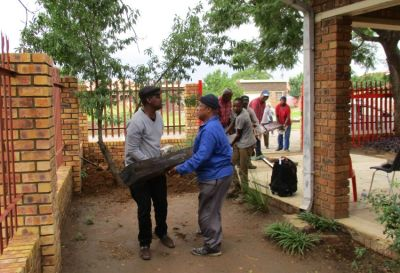 Unloading the Cross for planting
