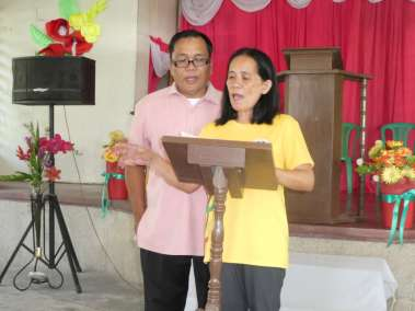 Pastors Gevero and Bonita lead worship