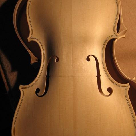 Geigendecke aus feinjähriger Fichte/ violin table made of fine grained spruce