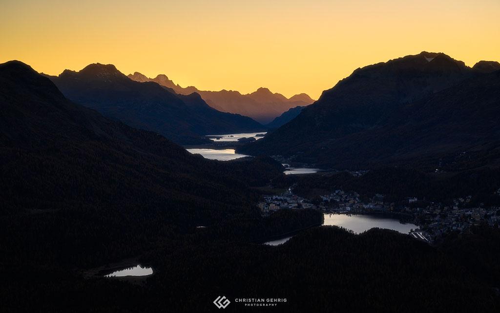 Sonnenuntergang vom Muottas Muragl mit Sicht auf den Stazersee, St. Moritzersee, Champfèrersee, Silvaplanersee und Silsersee