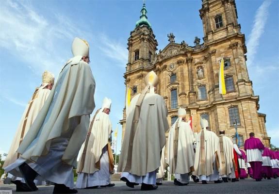 الكتب والوثائق الرئيسية التي تعرف بإيمان وعقيدة الكنيسة الكاثوليكية