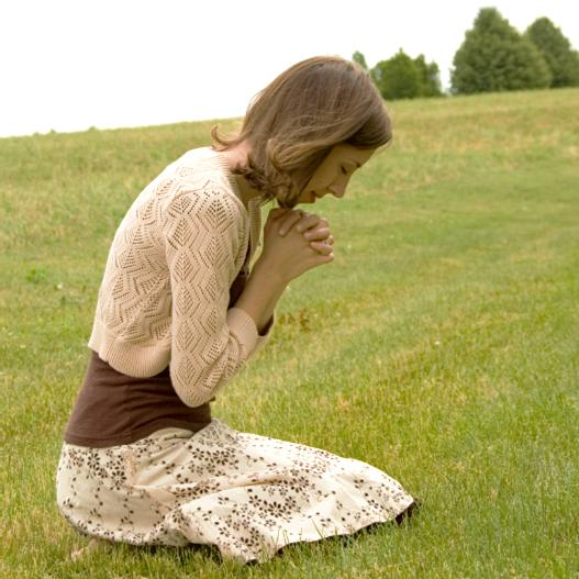 https://i1.wp.com/www.christiansdressingmodestly.com/images/woman_praying.jpg