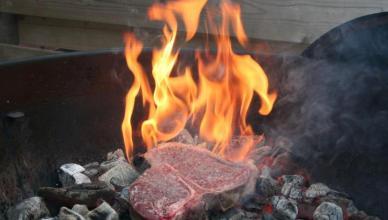 Caveman-style T-Bone steak (2)