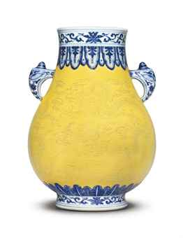https://i1.wp.com/www.christies.com/lotfinderimages/D56619/a_fine_and_rare_underglaze-blue-decorated_yellow-ground_incised_pear-s_d5661911h.jpg