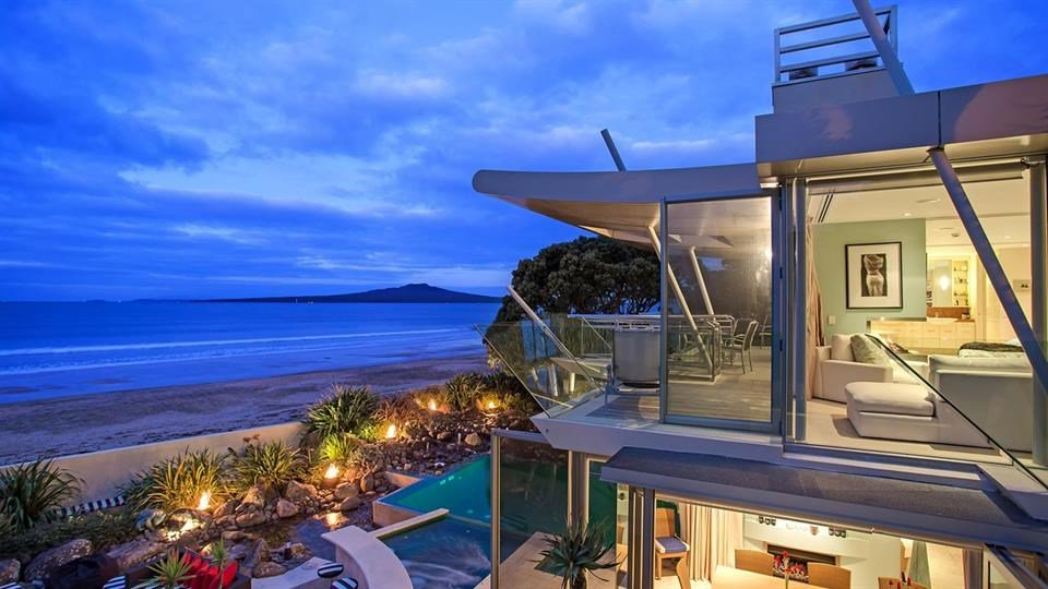 5 Bedrooms, 986 square meter site This property was conceived by Simon Carnachan in 2000 to enjoy the many pleasures of the Takapuna beachfront lifestyle whilst maintaining privacy for the owners. Occupying a prime mid beach position, it delivers uninterrupted views on a spectacular scale. Excellent design features give the home the ambience of an international resort on the ground level, and a luxury yacht from the master suite.