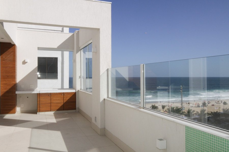 3 Bedrooms, 2,185 sq. ft.Apartment with magnificent ocean views