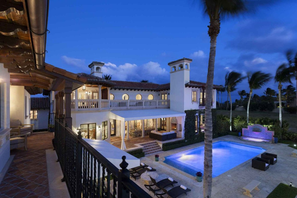 6 Homes with World-Class Wet Bars - Christie\'s International Real Estate