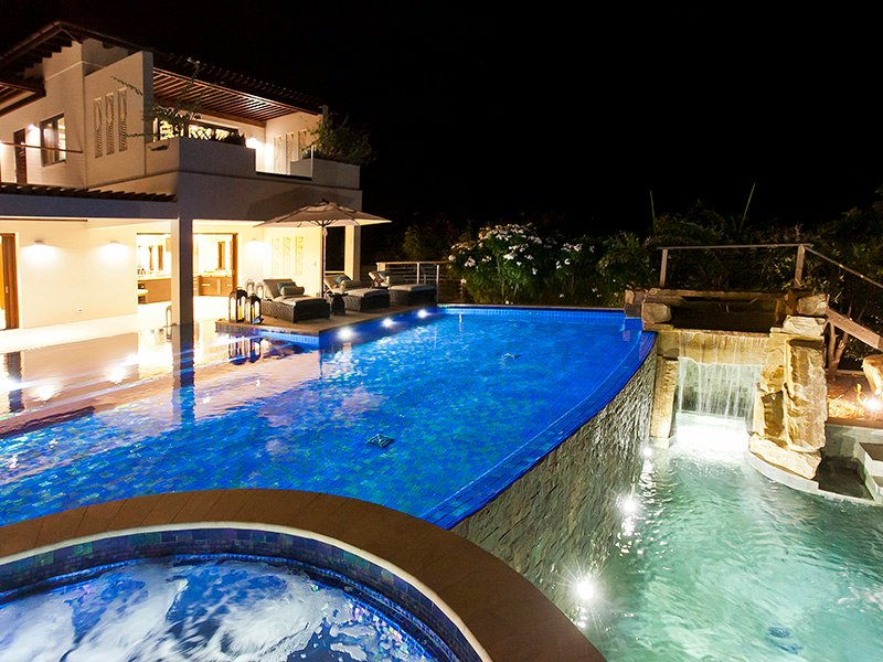 Dive In: How to Design a Luxury Home Swimming Pool ...