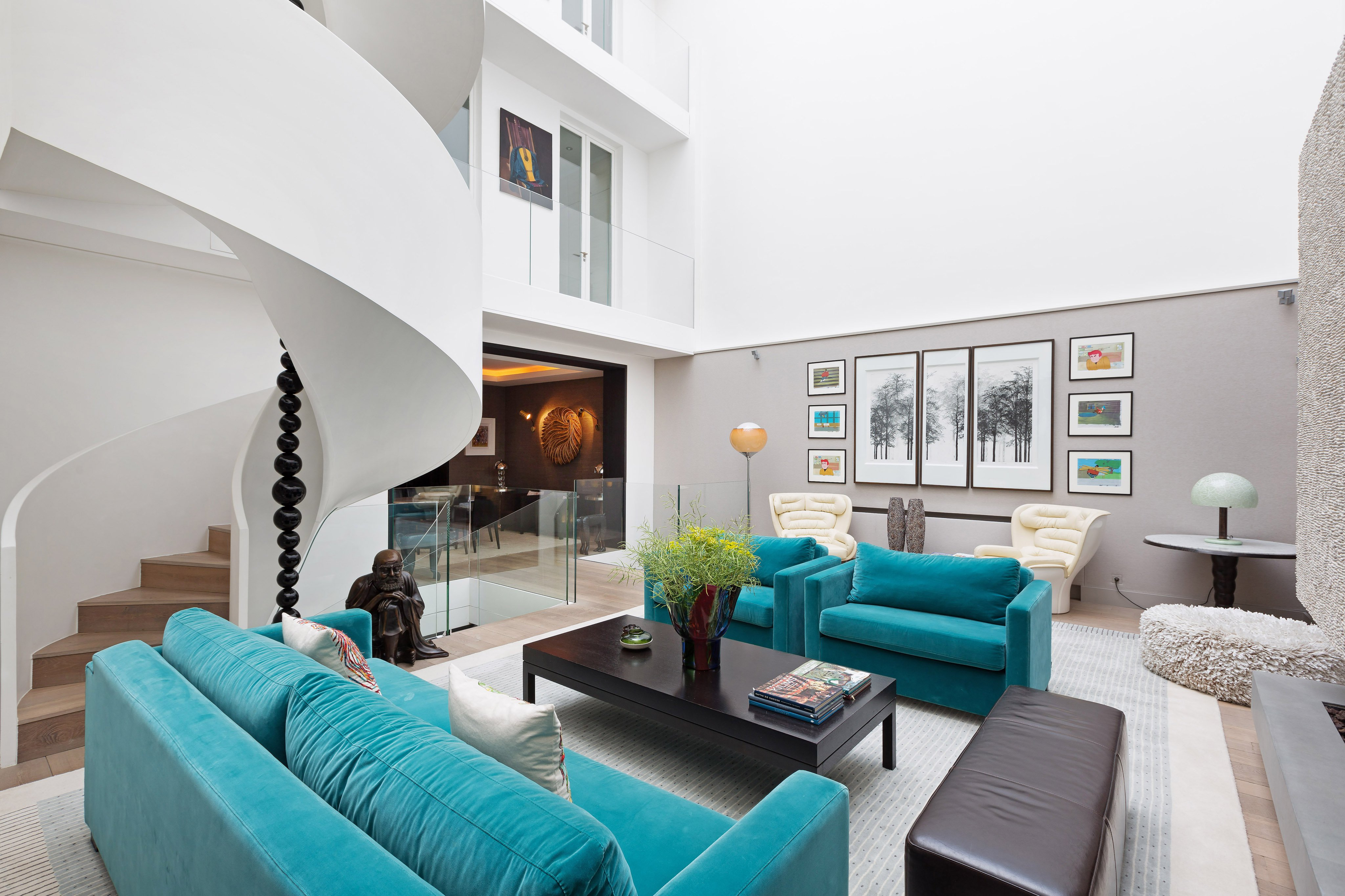 The Art Of The Collection Homes For Art Connoisseurs Christies - Living-room-art-property