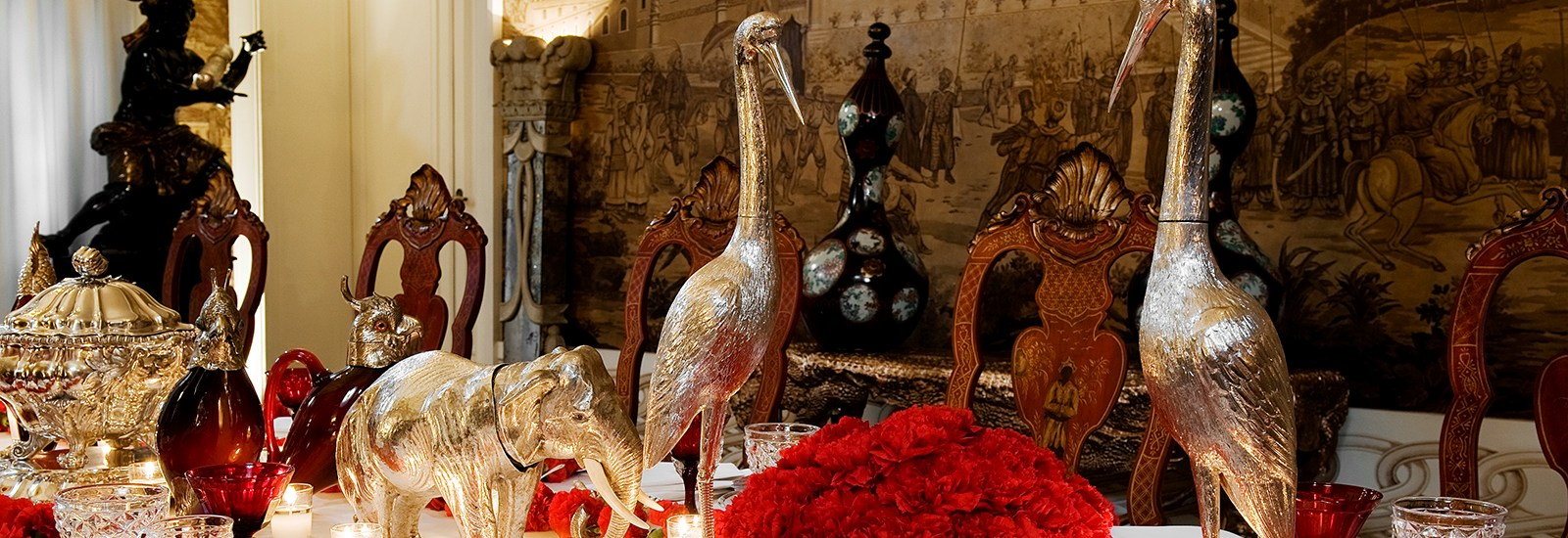 Pinto-Interior-Design-table-setting-red-festive