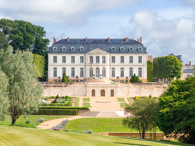 a view of Hotel Château Grand Luce over its gardens