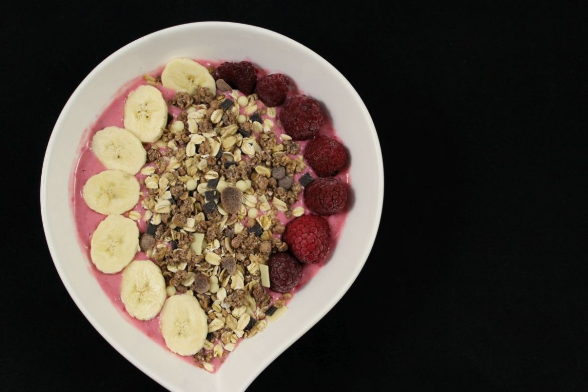 Smoothie Bowl mit Granola