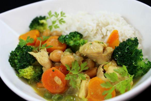 Gemüsecurry mit Huhn