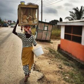 woman-carrying-tea-bread-on-head-ghana