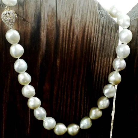 20170916_134318-01_resized.jpeg strand of pearls w clasp