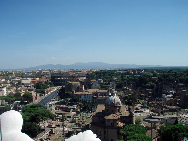 Blick vom Monumento Vittorio Emanuele II. auf Rom