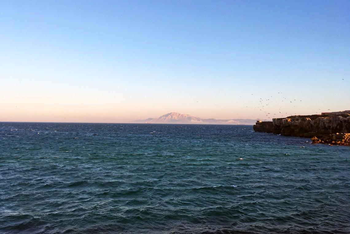 Blick von Tarifa nach Afrika in Andalusien in Spanien