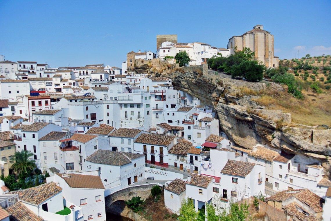 Setenil de las Bodegas, weißes Dorf in Andalusien