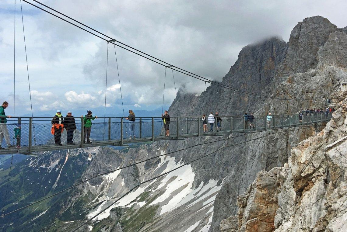 Hängebrücke am Dachstein Gletscher in der Region Schladming-Dachstein