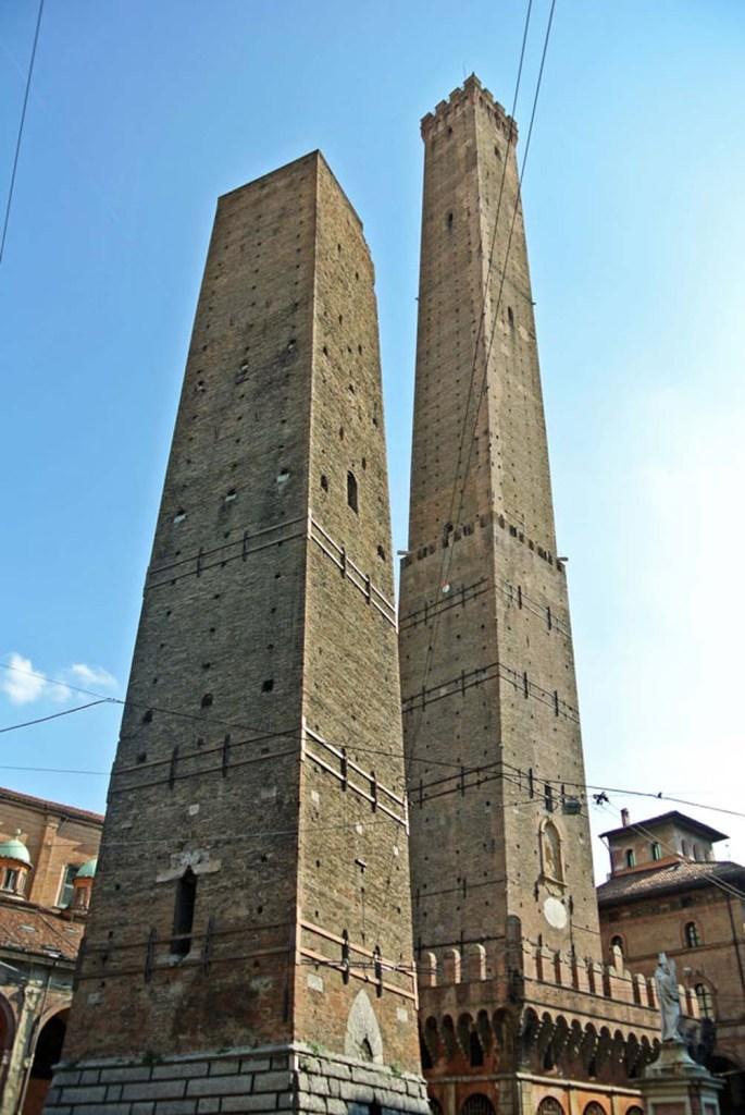 Torre Garisenda und Torre degli Asinelli Bologna