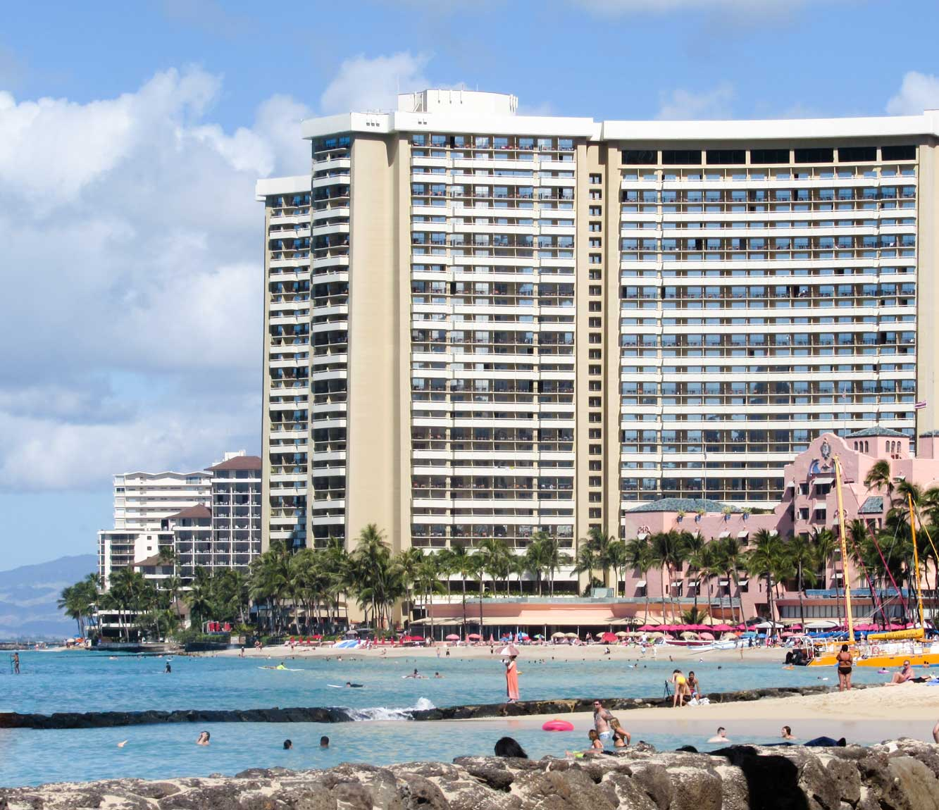 Duke Kahanamoku Lagoon - Honolulu Travel Guide - 45 things to do in Honolulu - Christobel Travel